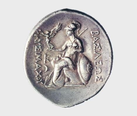 Αργυρό τετράδραχμον Λυσιμάχου της Θράκης, 301-281 π.Χ. Νομισματικό Μουσείο, Αθήνα. Η Αθηνά καθισμένη σε θρόνο κρατεί στο χέρι Νίκη η οποία στεφανώνει το όνομα του βασιλιά Λυσιμάχου. Η σκηνή αναφέρεται στη συμβολή του βασιλιά στη μάχη της Ιψού.