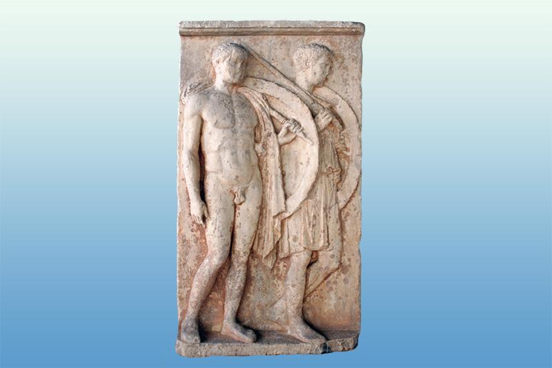 Η Επιτύμβια στήλη δύο νέων οπλιτών, του Χαιρέδημου και του Λυκέα που βρήκαν, φαίνεται, το θάνατο στον Πελοποννησιακό πόλεμο. Γύρω στο 420 π.Χ Βρίσκεται στο Αρχαιολογικό Μουσείο Πειραιά.