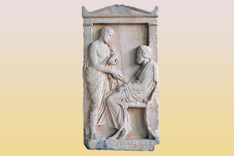 Επιτύμβια στήλη του Ιππομάχου και του Καλλία. Ο νέος Ιππόμαχος, όρθιος, χαιρετάει τον γηραιό Καλλία, πατέρα του ίσως, που κάθεται. Αρχές 4ου αιώνα π.Χ Βρίσκεται στο Αρχαιολογικό Μουσείο Πειραιά.