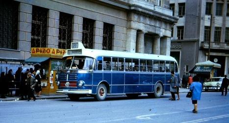 Aστικό λεωφορείο στον Πειραιά, το 1964.