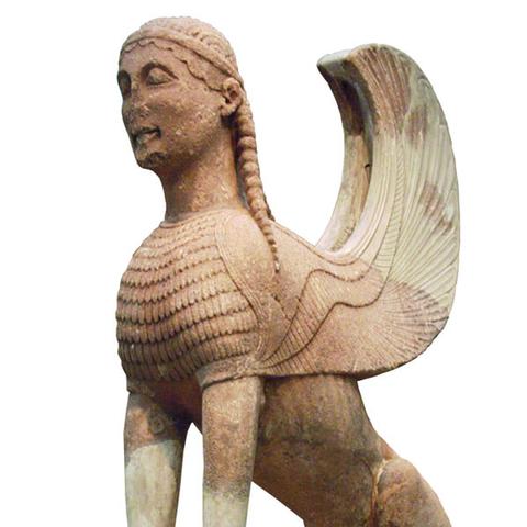 Σφίγγα των Ναξίων, 580-570 π.Χ. Δελφοί, Αρχαιολογικό Μουσείο.