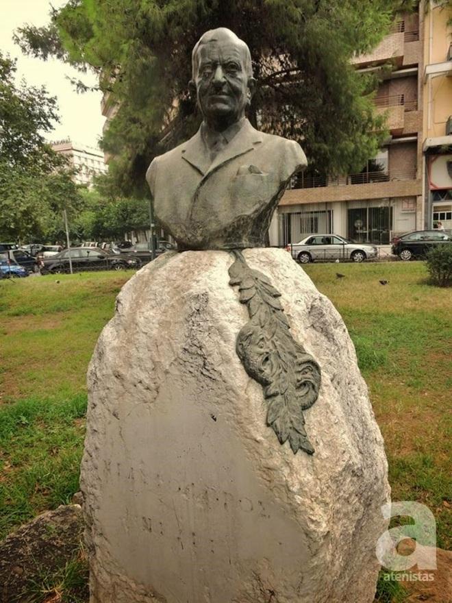 ίτλος: Χριστόφορος Νέζερ Θέση: Πλατεία Νέζερ (Βασιλέως Αλεξάνδρου & Νηρηίδων), Ιλίσια Έτος Κατασκευής: 1972 Υλικό Κατασκευής: Ορείχαλκος Καλλιτέχνης: Λουκία Γεωργαντή