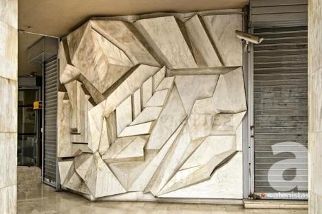 Tίτλος έργου: Θέρος - Δήμητρα Θέση: Ελευθερίου Βενιζέλου (Πανεπιστημίου) & Κριεζώτου (κτίριο πρώην Αγροτικής Τράπεζας) Έτος Κατασκευής: 1987 Υλικό Κατασκευής: Μάρμαρο Καλλιτέχνης: Νέλλα Γκόλαντα
